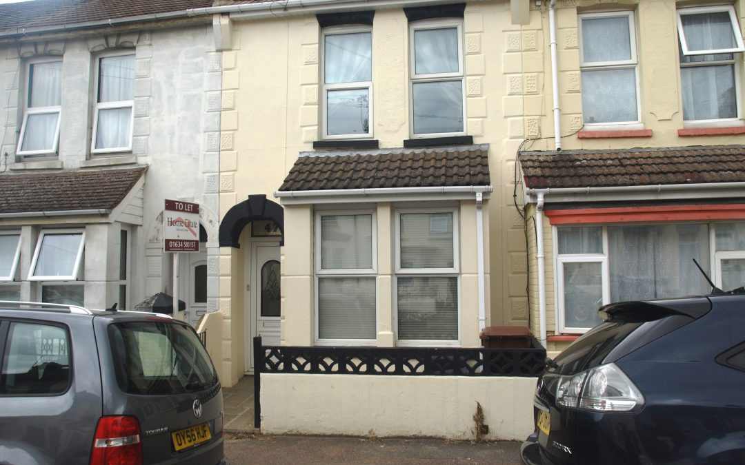 Double room to let near hospital & Gillingham town centre