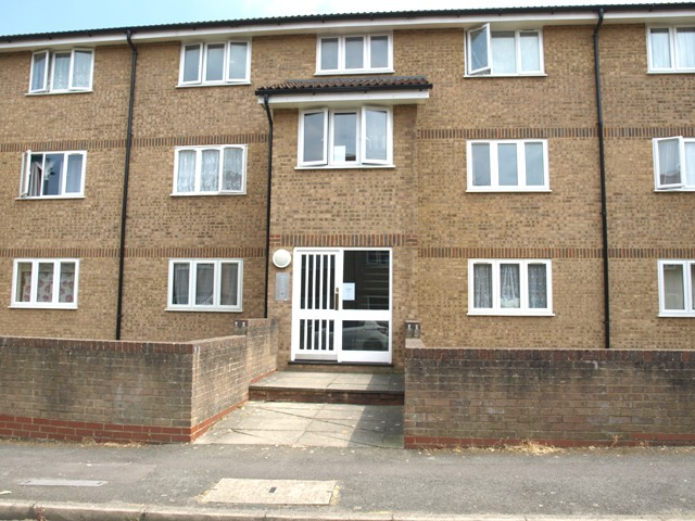 2nd floor flat Fort Pitt Street