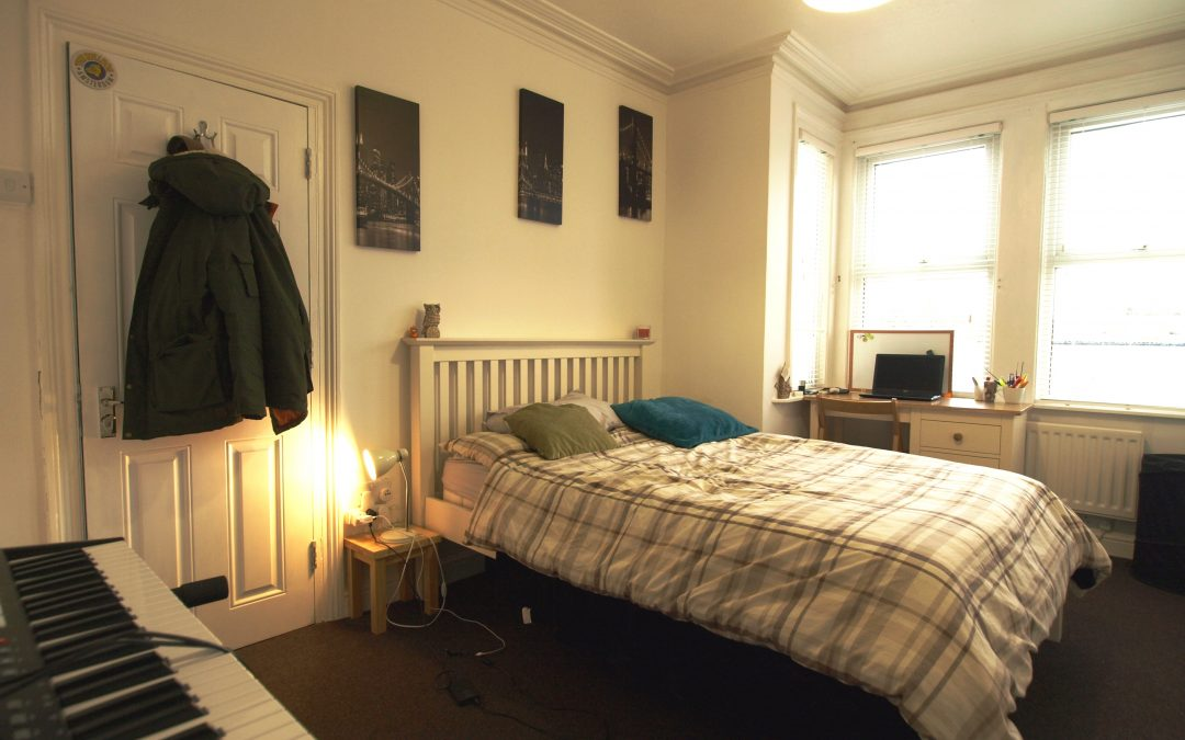 Large double room to let near the hospital